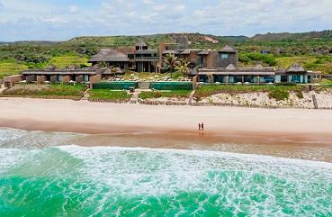 Vista Aérea da Praia e do Kenoa Resort & Spa