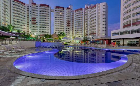 Piscina ao anoitecer -  Wyndham Olimpia Royal Hotels