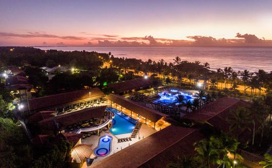 Vista aérea do Resort ao Anoitecer