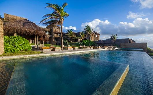 Piscina do Kenoa Resort & Spa