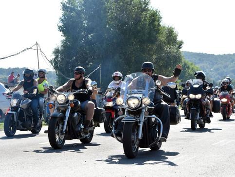KORZÁR - Na Zemplínskej šírave vrcholí medzinárodný motozraz
