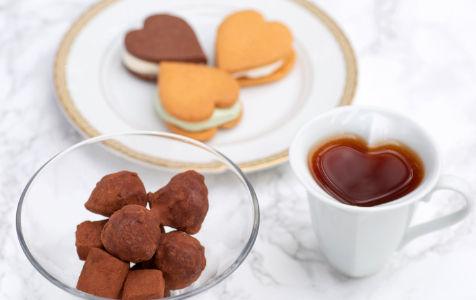 カフェでサブレとチョコレートとコーヒー