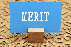 meritと書かれた紙