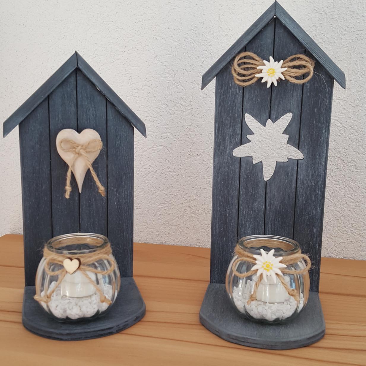 Maisonette photophore. Avec petit coeur ou edelweiss.  Tons gris Dim. 28/30 cm/ht x 12 cm
