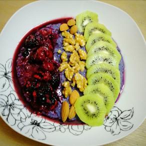 Oatmeal mit fruchtigem Topping. Bunt gestärkt durch die dunkle Jahreszeit #vegan#vollwertig#oatmeal