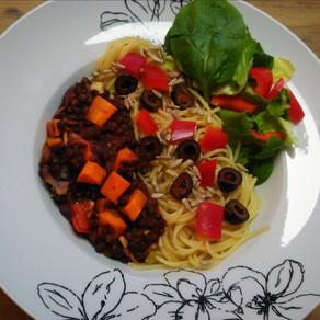 Spaghetti mit deftiger Linsen-Bolognese #vegan