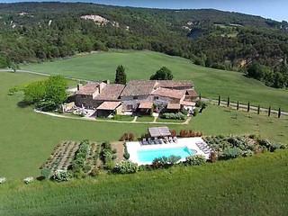 Vous cherchez un lieu exceptionnel pour votre mariage ? Choisissez la Provence !