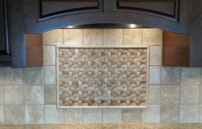 6x6 tumbled travertine in a square pattern with specialty insert