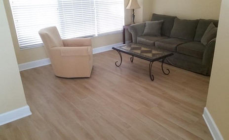 Sitting room with porcelain plank