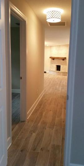 Porcelain plank thru hallway