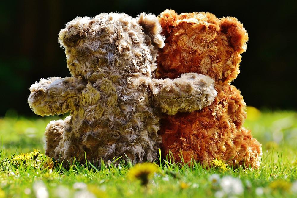 teddy bears hug