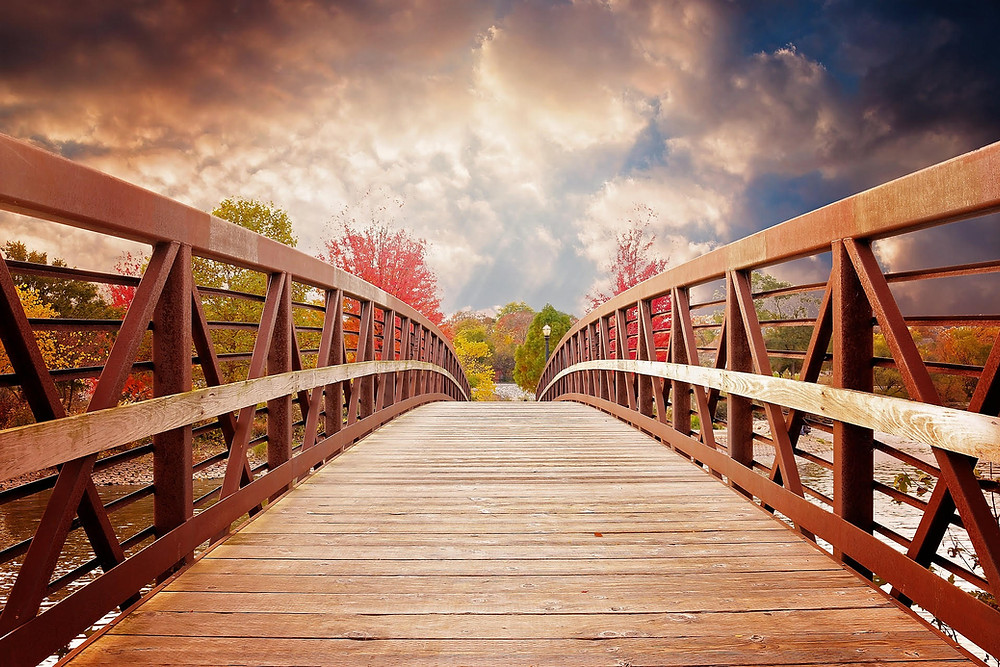 Crossing a bridge_Autumn