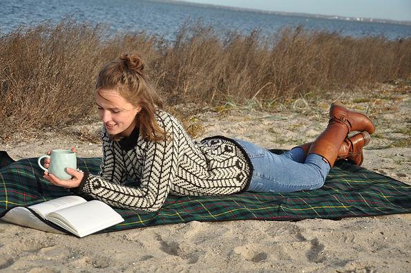 Kvinde klædt i en uldsweater til dame
