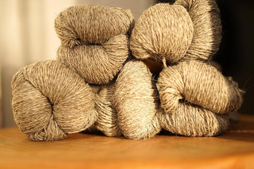 Uldgarn 2-trådet, færøsk uld fra Sirri, naturfarver