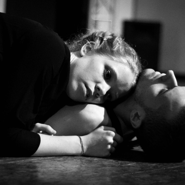 19h : Fragments – acrobatie, chant, danse, théâtre, conte