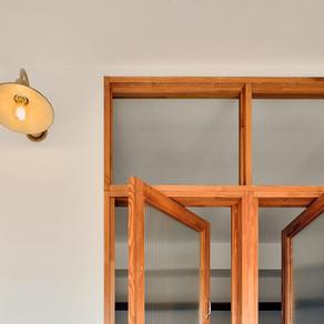 隣室から光を