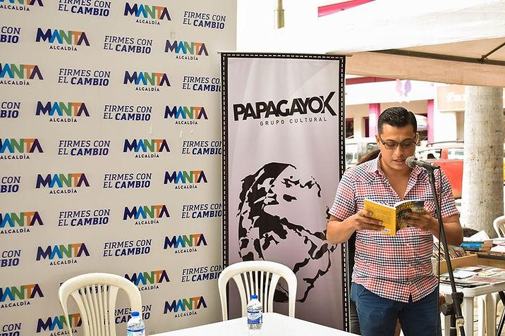 Diego Maenza, 2019 (Lectura de Bestiario americano- Feria del autor independiente Luis Félix López en Manta-Ecuador)