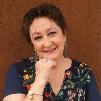 """María Dolores Cabrera: """"Ni el cuento es más fácil por corto, ni la novela es más difícil por larga"""""""