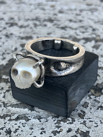 Skull Carved Pearl Ring