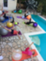 Cours de yoga et Postural Ball pour associations en Ile de France