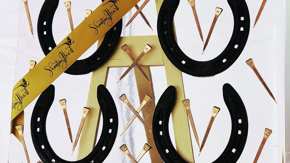 Horse shoe centrepiece/placemat