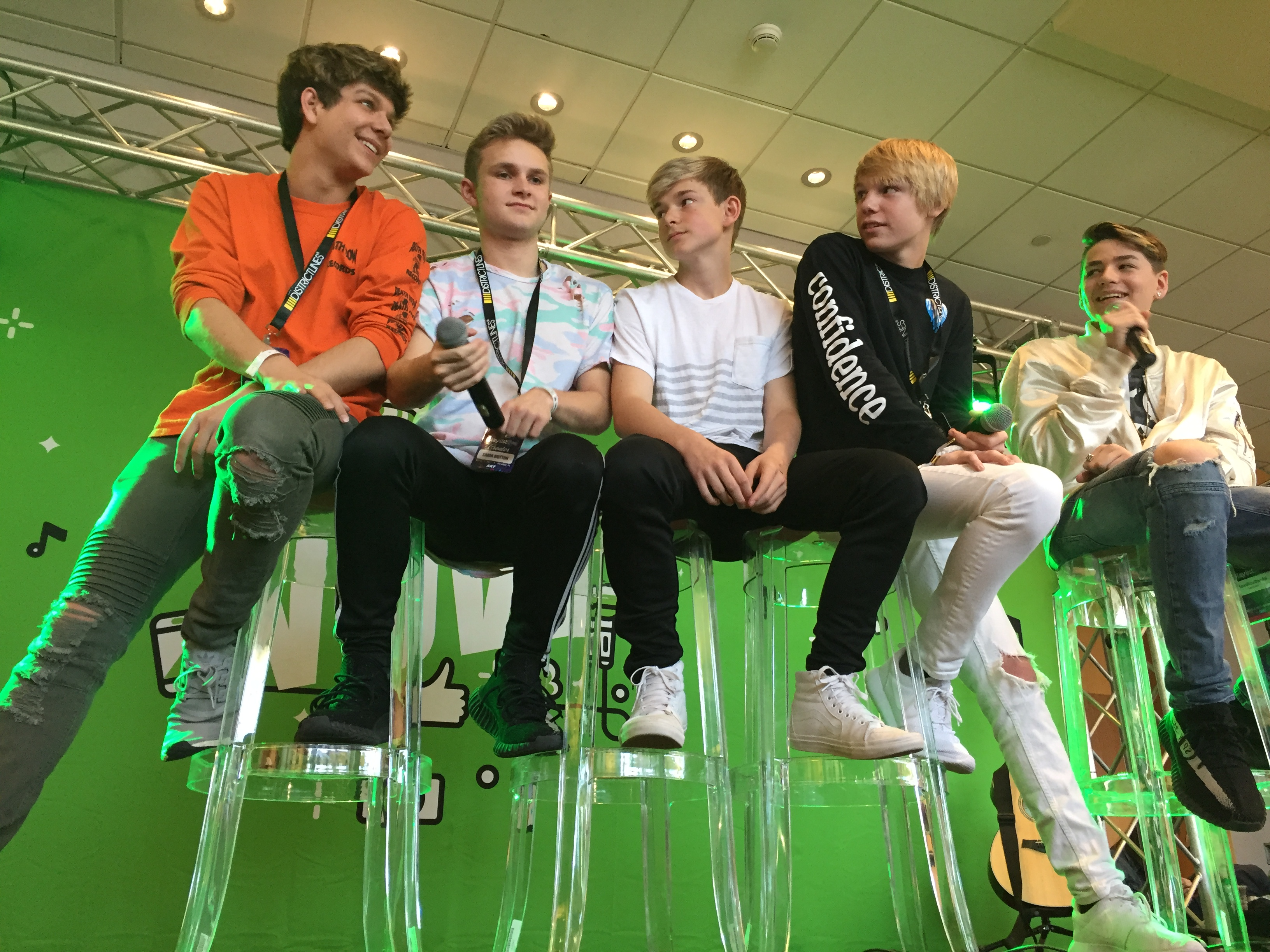 YouNow Stage