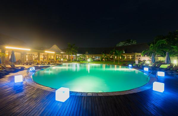 The senchi pool side