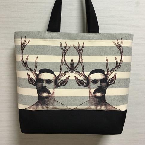 title : 双子の鹿男ヴィクトールの肖像