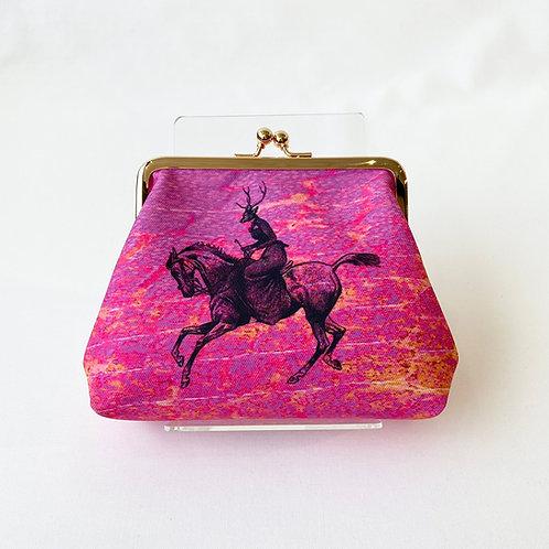 紫の馬と鹿