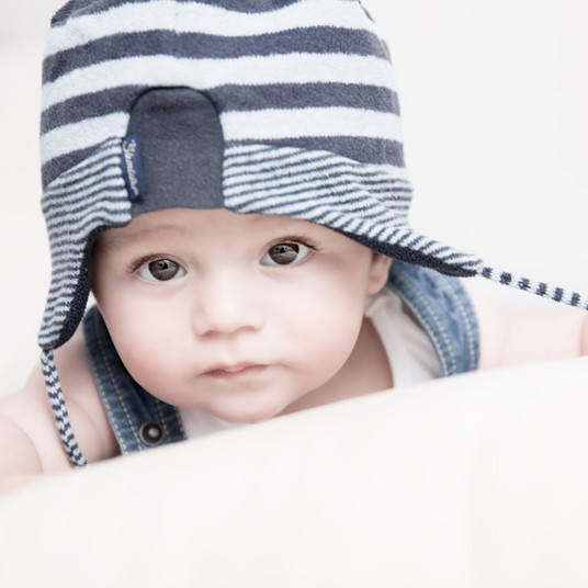 Baby mit Blauer Mütze