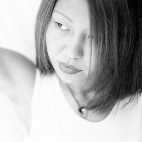 Frauenportrait schwarz weiß