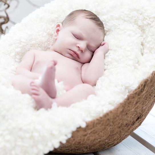 Baby in der Kokos Einlage