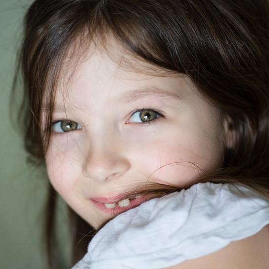 Portrait schüchternes Mädchen