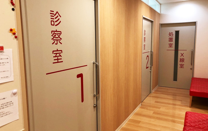 診察室廊下.