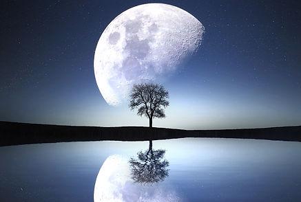 moon-1807743_1920.jpg