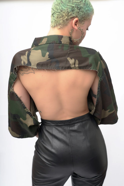 """Size S-XXL """"Who is Terrence"""" Super Crop Army Top"""