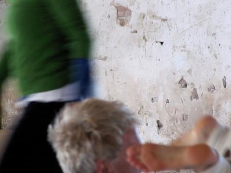 Tanz mit dem Unerwarteten-      Contact Improvisation und (Poly*-)Beziehungen