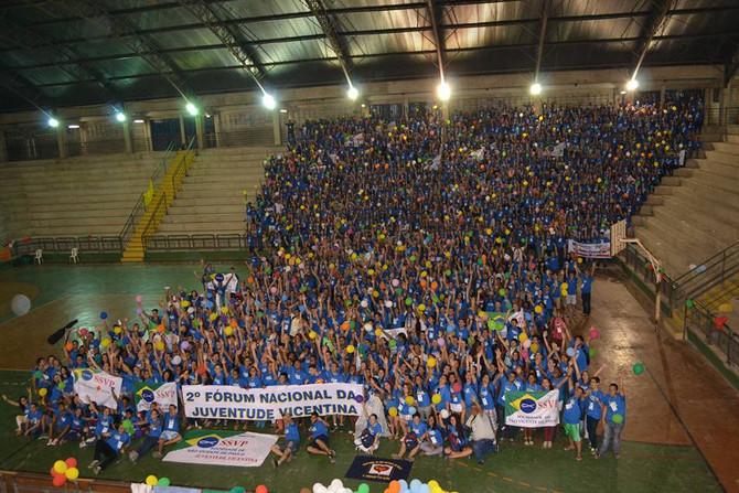 Juventude registra na história vicentina foto com 1.6 mil participantes