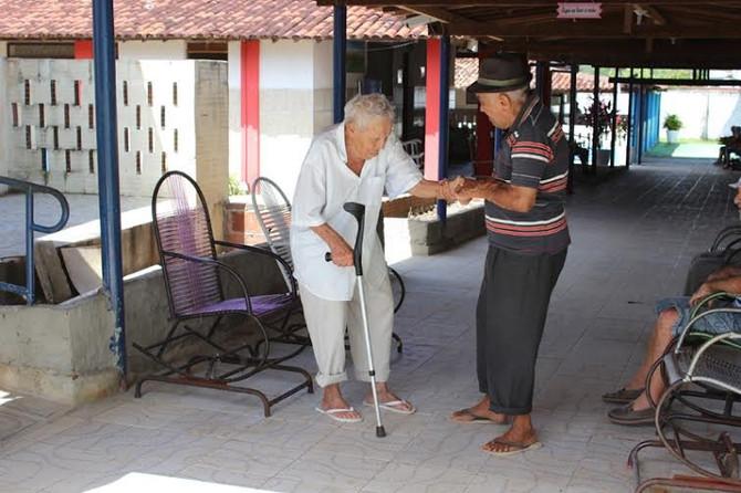 Vila Vicentina depende de doações para atender 65 idosos