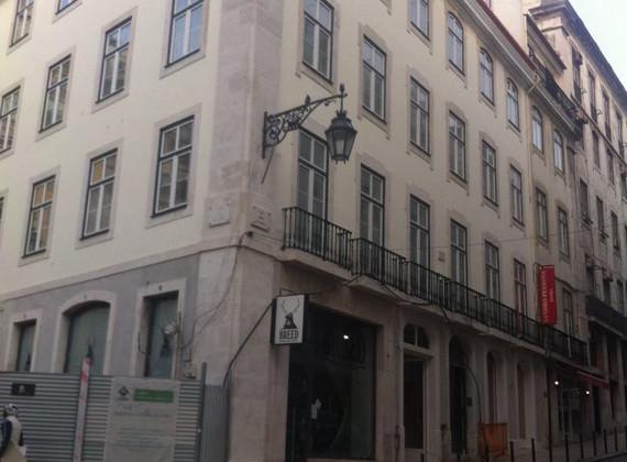 Cantarias e fachada em Lioz