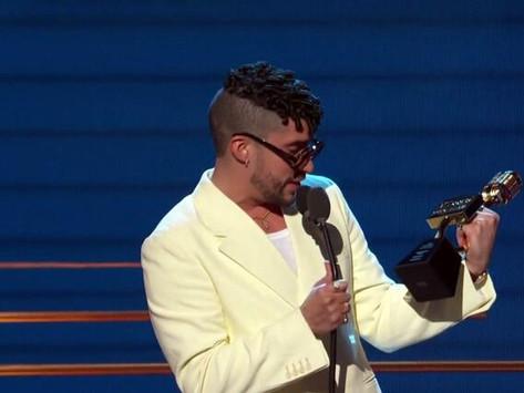 Bad Bunny triunfa en los premios Billboard de la música latina