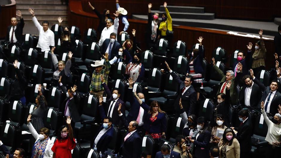 Diputados avalan Miscelánea Fiscal; incluye inscripción de jóvenes al SAT