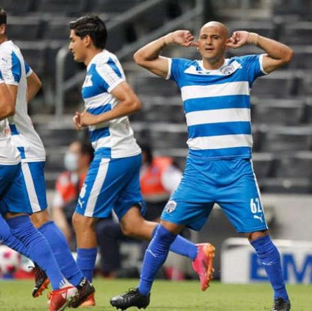 Chupete Suazo marcó su primer gol como jugador de Rayados