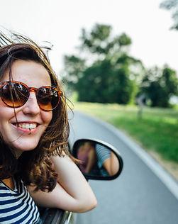 En regardant par la fenêtre de voiture