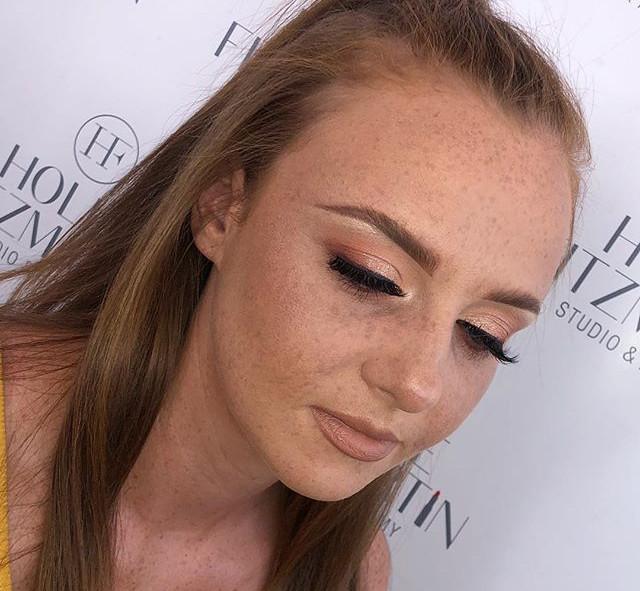 Natural Make-up showing them beautiful f