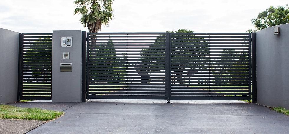 Metal driveway property entrance gates s