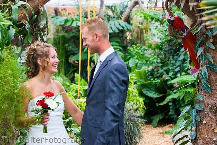 Bruidspaar in Vlindertuin Vlindorado