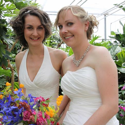 bruidspaar kim en Lotte Hoogvliet Stoker  22 mei 2015 in Vlindertuin Vlindorado - kopie (1280x1280).jpg