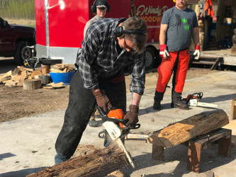 Chainsaw carve tree