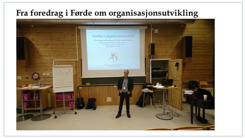 Fra_foredrag_i_Førde.png